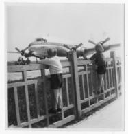 Enfants Regardants Un Gros Quadrimoteurs. Tirage Original D'époque.C 1960 FG0682 - Aviation