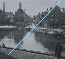 Photo SAINT OMER Ou Région Pre 1914 Canal Péniche Promeneurs - Lieux