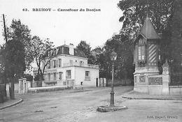 Brunoy. Le Carrefour Du Donjon Et Belle Demeure Bourgeoise. - Brunoy