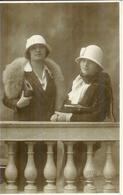 Carte Photo 2 Jeunes Femmes Mode 1920 Badodi Milan - Mode