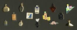 LOT 14 Pin's Parfums Et Produits De Beauté. PL003B - Parfums