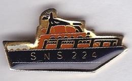 Pin's Associations SNSM Les Sauveteurs En Mer Bateau SNS 224 - Associations