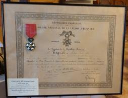 MEDAILLE DE LA LEGION D'HONNEUR 1870 ,  Fait Chevalier En 1922 , Avec Diplome Sous Encadrement - France