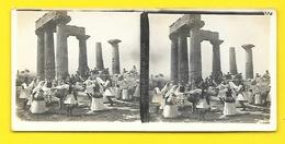 Vues Stéréos Danses Devant Le Temple De Corinthe - Stereoscopio