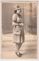 27820 Quatre 4 Photo Femme Mode Années 40 - Sans Doute Par BOULVE, Chalon Sur Marne -art Chapeau Robe Sac Pose - Persone Anonimi
