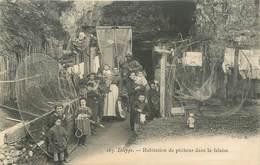 """CPA FRANCE 76 """"Dieppe, Habitation De Pêcheurs Dans La Falaise"""" - Dieppe"""