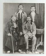 The Spiridonov Brothers With Their Father P522-335 - Personnes