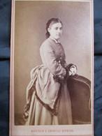 CDV  - Femme - Mode Coiffure D'époque - Datée 1873 - Photo Léopold Dubois, Paris  - TBE - Fotos