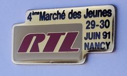 U103 Pin's Média Radio Télé RTL 4 Marche Des Jeunes Nancy Meurthe Moselle Achat Immédiat Immédiat - Médias