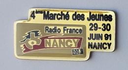 U130 Pin's Média Radio France Nancy 4 Marche Des Jeunes Meurthe Moselle Achat Immédiat - Médias