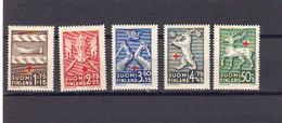 Finlande 1942 Yvert 246 / 250 ** Neufs Sans Charniere. Au Profit De La Croix Rouge. Armoiries Provinces. - Finnland