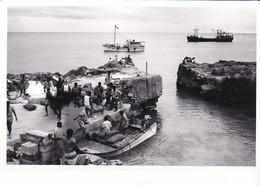 Photo Ancienne Nouvelle Calédonie Canaques  Port Debarquement - Bateaux