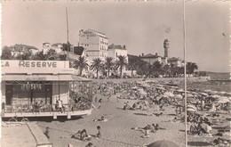 83. SAINT RAPHAËL. PLAGE ET HÔTEL DES ALGUES. ANIMATION. 1957. - Saint-Raphaël