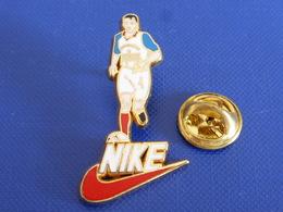 Pin's Nike PSG - Paris Saint Germain - Bière Tourtel Commodore - Football Foot Joueur Ballon - Zamac (PAA61) - Football