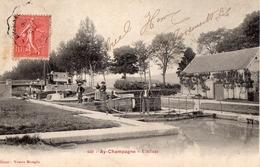 CPA Batellerie  -51 - AY-CHAMPAGNE - L'Ecluse - Famille De Batelier - Editeur : Veuve Mougin - Ay En Champagne