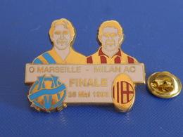 Pin's Finale Ligue OM Olympique De Marseille Milan AC - 26 Mai 1993 - Football Foot Joueur Ballon - Zamac (PAA60) - Fussball