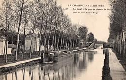 CPA Batellerie  - 51 - Ay - Le Canal Et Le Pont Du Chemin De Fer Pris Du Pont Victor Hugo - Péniche - PEU FREQUENTE - Ay En Champagne