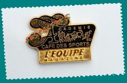 Pin's Presse, L'équipe Magazine, Journal, Académie Café Des Sports, Zamac Signé BERRAUDY/VAURE, 2 Scans - Medias