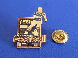 Pin's Magazine Journal Média France Football - Jean Pierre Papin ? Foot Joueur Ballon - Zamac (PAA58) - Mass Media