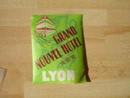 Lyon Grand Nouvel Hotel  Etiquette Hotel Valise Luggage - Etiquettes D'hotels