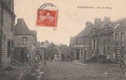HARDANGES (53). Vue De Bourg, Animée. Café, Café De La Paix. Etat Moyen - Arnay Le Duc