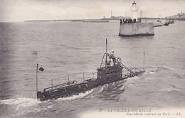 LA PALLICE      SOUS MARIN RENTRANT AU PORT - Sous-marins