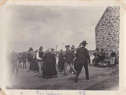 PHOTO ANCIENNE  NOCE BRETONNE EN 1912 A SITUER MUSICIEN JOUEUR DE BINIOU ET JOUEUR DE BOMBARDE BRETON BRETAGNE - Lieux
