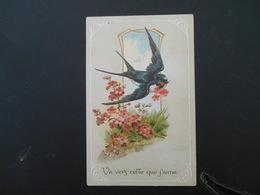 Hirondelle Volant Avec Fleur Rose Dans Son Bec Dans Médaillon, Branche De Fleurs Roses - Gaufrée - Série 6192 - Oiseaux