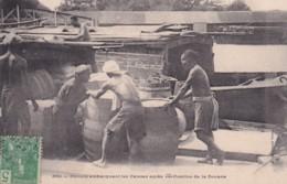 Chinois Embarquant Les Caisses Après Vérification De La Douane - Viêt-Nam