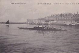 SAINT MALO        UN SOUS MARIN SORTANT DU PORT - Sous-marins