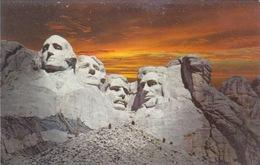 ETATS-UNIS - USA - SOUTH DAKOTA - MOUNT RUSMORE MEMORIAL BLACK HILLS - Mount Rushmore
