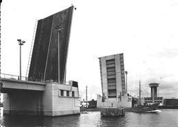CPA-1960-BELGIQUE-ZELZATE-PONT Levant Sur Le Canal-Cargo-OSTESAND Passant-T-TBE - Zelzate