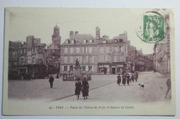 Cpa Vire Place De L'hotel De Ville Et Statue De Castel - TOU02 - Vire