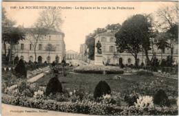 51bh 820 CPA - LA ROCHE SUR YON - LE SQUARE ET LA RUE DE LAS PREFECTURE - La Roche Sur Yon