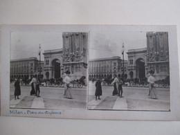 PHOTO STEREO  MILAN - Place Du Duomo - Belle Animation -  Photographie Anonyme -   TBE - Photos Stéréoscopiques