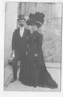 (RECTO / VERSO) COUPLE EN 1908 - CARTE PHOTO CPA VOYAGEE - 75 - Couples