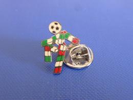 Pin's Coupe Du Monde World Cup Italia Italie 90 - Mascotte H 1.8 Cm - Football Foot Joueur Ballon (PAB7) - Football
