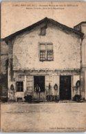 17 PONS - Maison Valmier - Place De La République - Pons