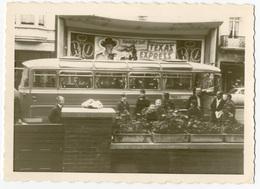 """Cinéma RIO à Laeken, Avec Un Bus Devant. A L'affiche """"Texas Express"""" Tirage Original D'époque FG0805 - Lieux"""