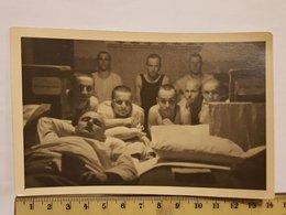 Photo Vintage. L'original. Soldats Musclés à Moitié Nus Du Bras Letton. - Erotic & Fine Nudes (...-1960)