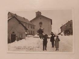 Larche ( La Place Et Le Four Banal) En Photo Le 31 19 1938 France - Other Municipalities