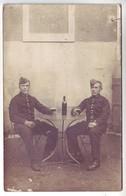 Carte Photo - 2 Militaires Dégustant Leur Verre De Vin - Expédié à Mr Et Mme Linet-Denizet - Regiments