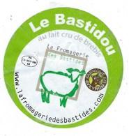 étiquette Fromage Le Bastidou  Fromage De Brebis La Romagerie Des Bastides   Aveyron  Fr 12 263 005 CE - Fromage