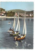 CPSM 83 BANDOL Bateaux Petits Voiliers Dériveurs Ecole De Voile ? Plaisirs De La Mer Années 1970 - Bandol