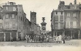 MILLAU - La Vieille Place Et Le Beffroi - Millau