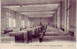 (21). Dijon. Institution Nicey Et Terrial. Le Grand Dortoir & Un Coin De Jardin - Dijon