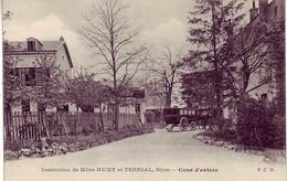 (21). Dijon. Institution Nicey Et Terrial. Cour D'Entree Caleche - Dijon