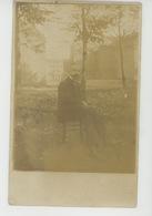 PAYS BAS - MAASTRICHT -  Belle Carte Photo Portrait Homme Posant Assis Dans Un Parc (cachet Censure Militaire 1916 ) - Maastricht