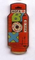 S102 Pin's Photo Photographie Agfa Box Achat Immédiat - Photography