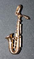 """Pendentif Métal Doré Poinçonné """"Saxophone"""" Instrument De Musique - Pendentifs"""